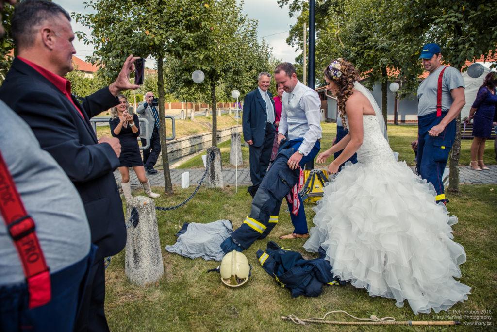 0085-svatebni-fotograf-wedding-hary-marwell-petr-hrubes-lenk-0968