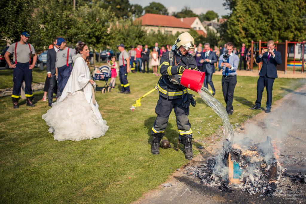 0093-svatebni-fotograf-wedding-hary-marwell-petr-hrubes-lenk-5795
